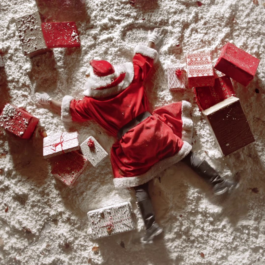 BREAKING NEWS: Santa has crashed. I repeat, SANTA HAS CRASHED. We have 20 days to save the season, who's stepping in? #TimeIsWhatYouMakeOfIt #SwatchXmas