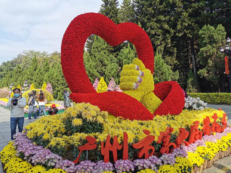 O 6º Festival Cultural Huanghua foi inaugurado em 20 de novembro no Parque Comemorativo de Huanghuagang em #Guangzhou, na província de Guangdong, sul da China, com 8 áreas de exposição e mais de 10.000 vasos de #crisântemos. https://t.co/ajO0esX7ZY