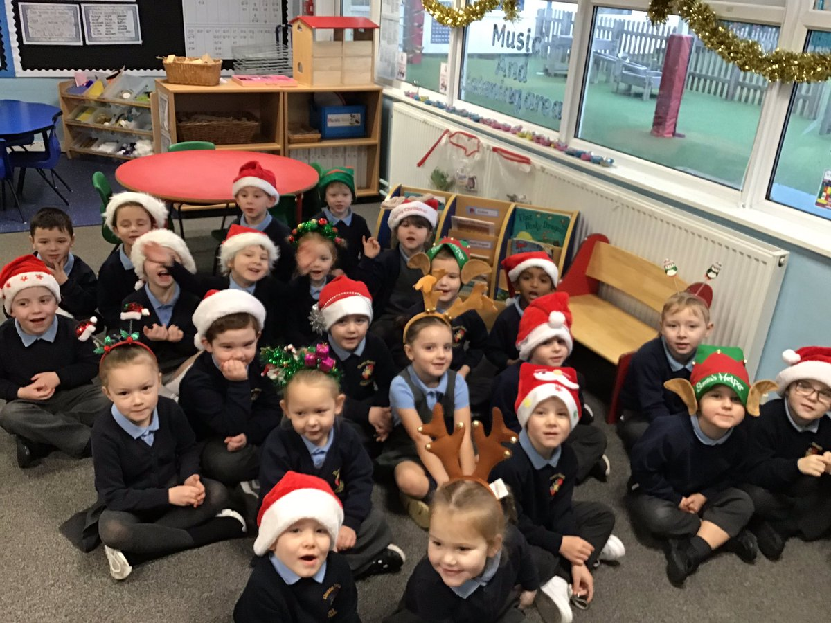 Replying to @MrsLW_Thatto: Christmas hat day for @ClaireHouse #thatto_prim #reception #RLW