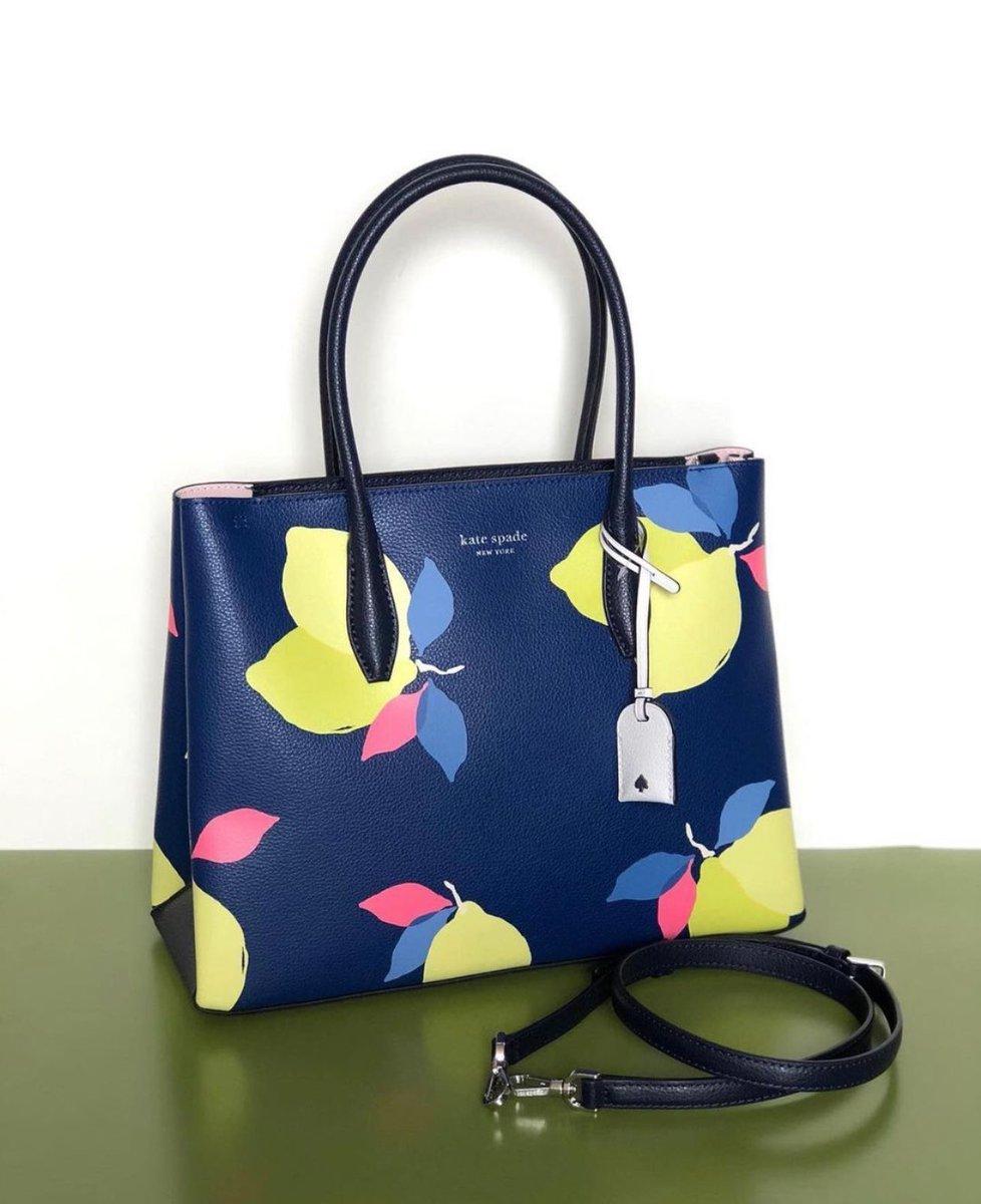 Lisaa cantikk bgttt dehh ih dan jangan lupa juga beli dong tas branded nya nihh #Lisa #LisaOnPenshoppeTVToday   Hanya di