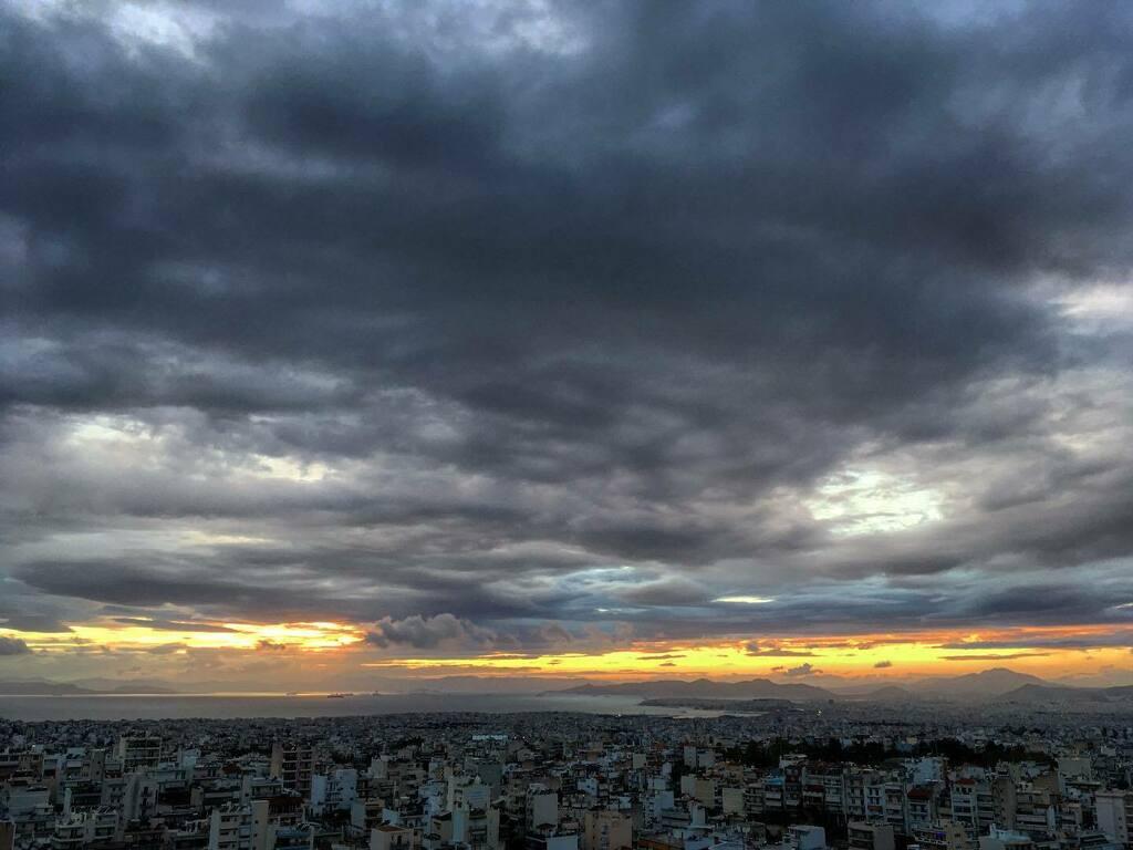 Wow Weekend start . . . #Sunrise_Sunsets_AroundWorld #Lightplay #Sky #Clouds #Sea #Greece #Athens #Ilioupoli #picoftheday #sunsetoftheday #bestoftheday #
