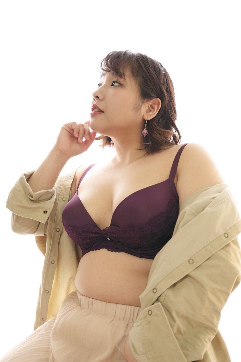私がランジェリーのモデルをした写真をアップすると「腕が太い」「腹がやばい」「デブすぎ」などと言ってくる人がいる。お腹にお肉があってもどんな身体であっても服や下着を着ることは当たり前のことで、何もおかしくなんかないのにね。
