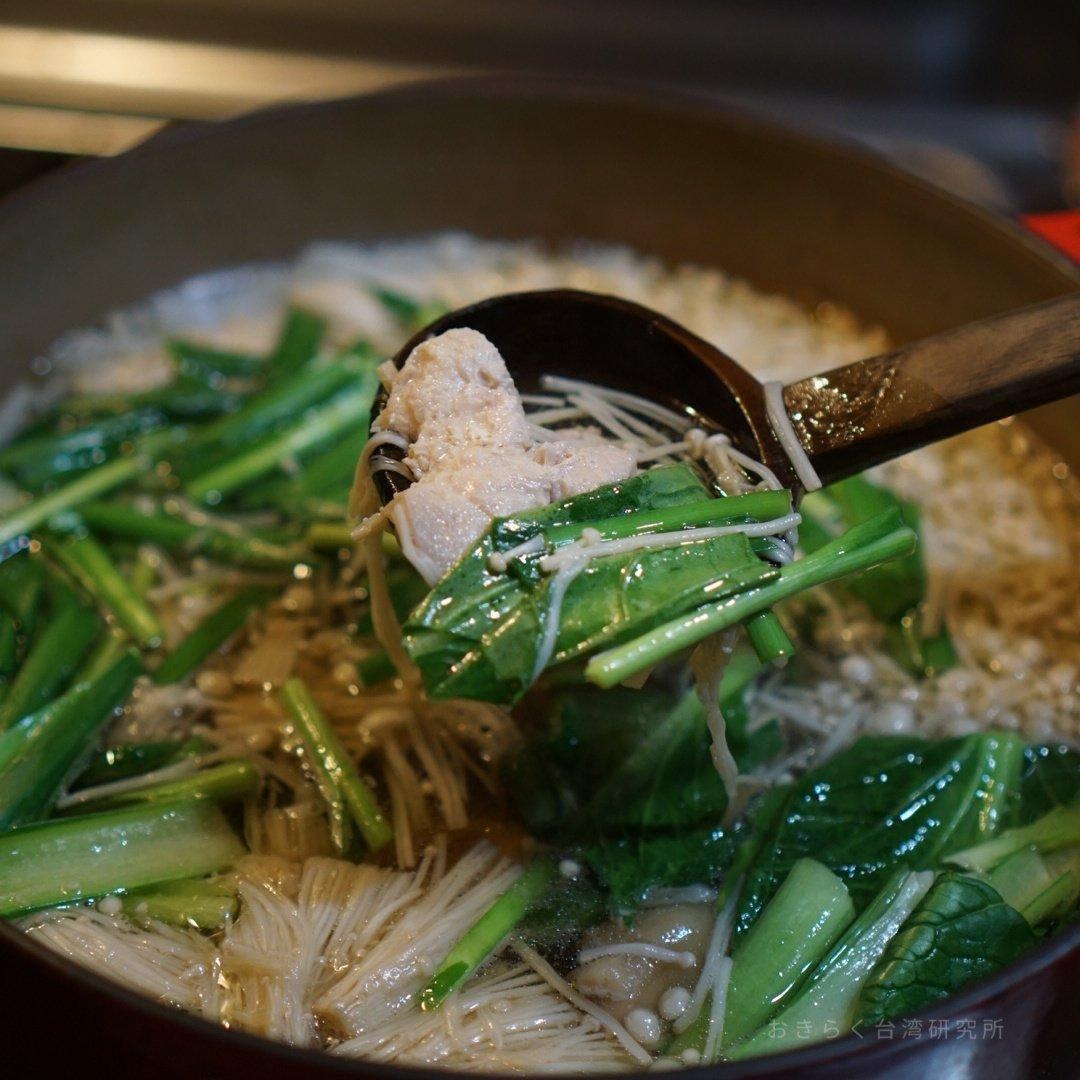 わあぁ、台湾の味だ!台湾の匂いだ!12/6のオンラインイベントで紹介する山脇りこさんレシピの薑母雞。手軽に入手できる材料なのに確実に「違う」。幸せ。寒い季節、みんなで話して食べてあったまる「ぽかぽか