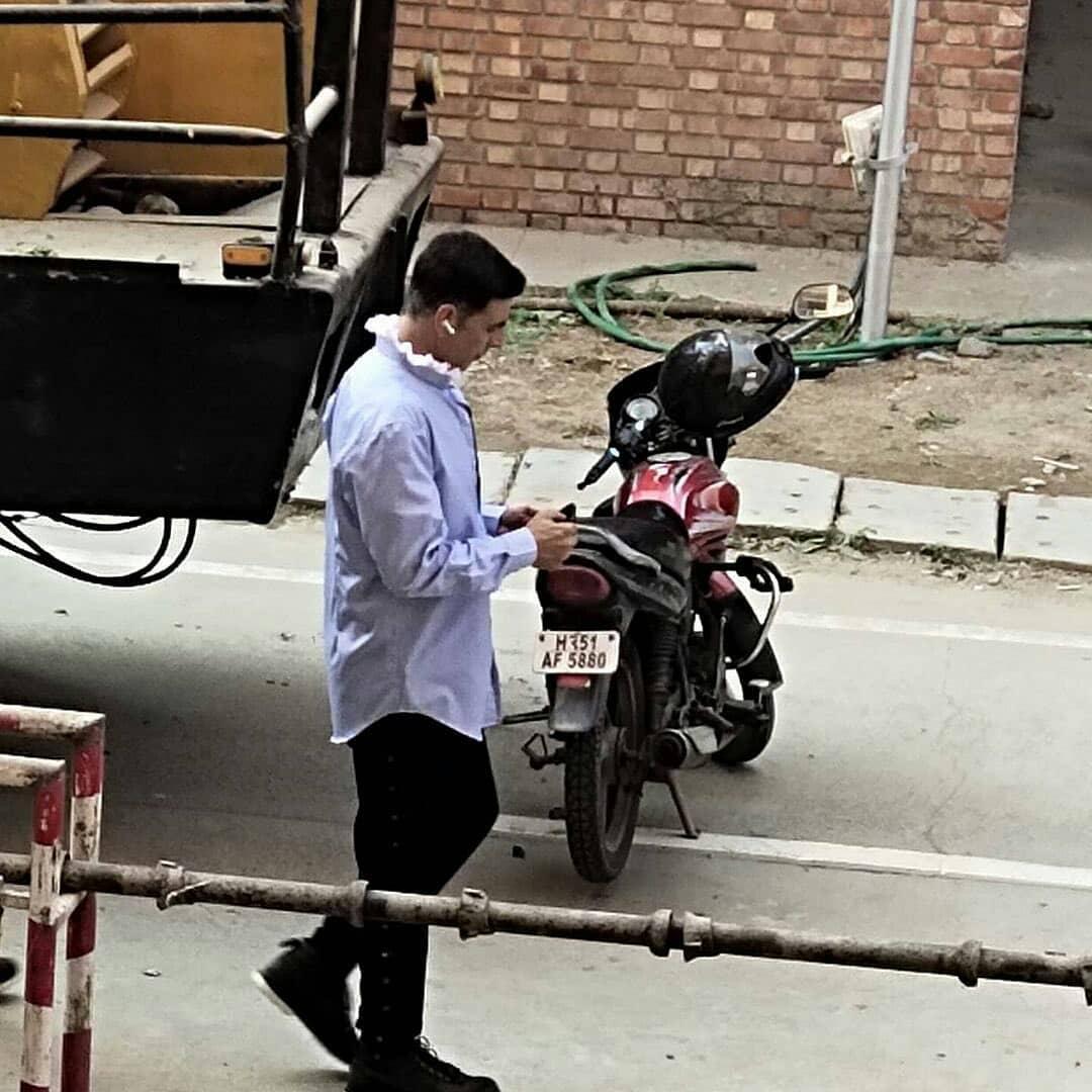 @akshaykumarclicked on the sets of#AtrangiRein Greater Noida ❤❤  #Akshaykumarofficials #Akshaykumar #kiaraadvani#kareenakapoorkhan#Katrinakaif #BollywoodLovers#bollywoodhungama#sajidnadiadwala#meeting#bachanpandey#Akshaykumarr_#saraalikhan#dhanush