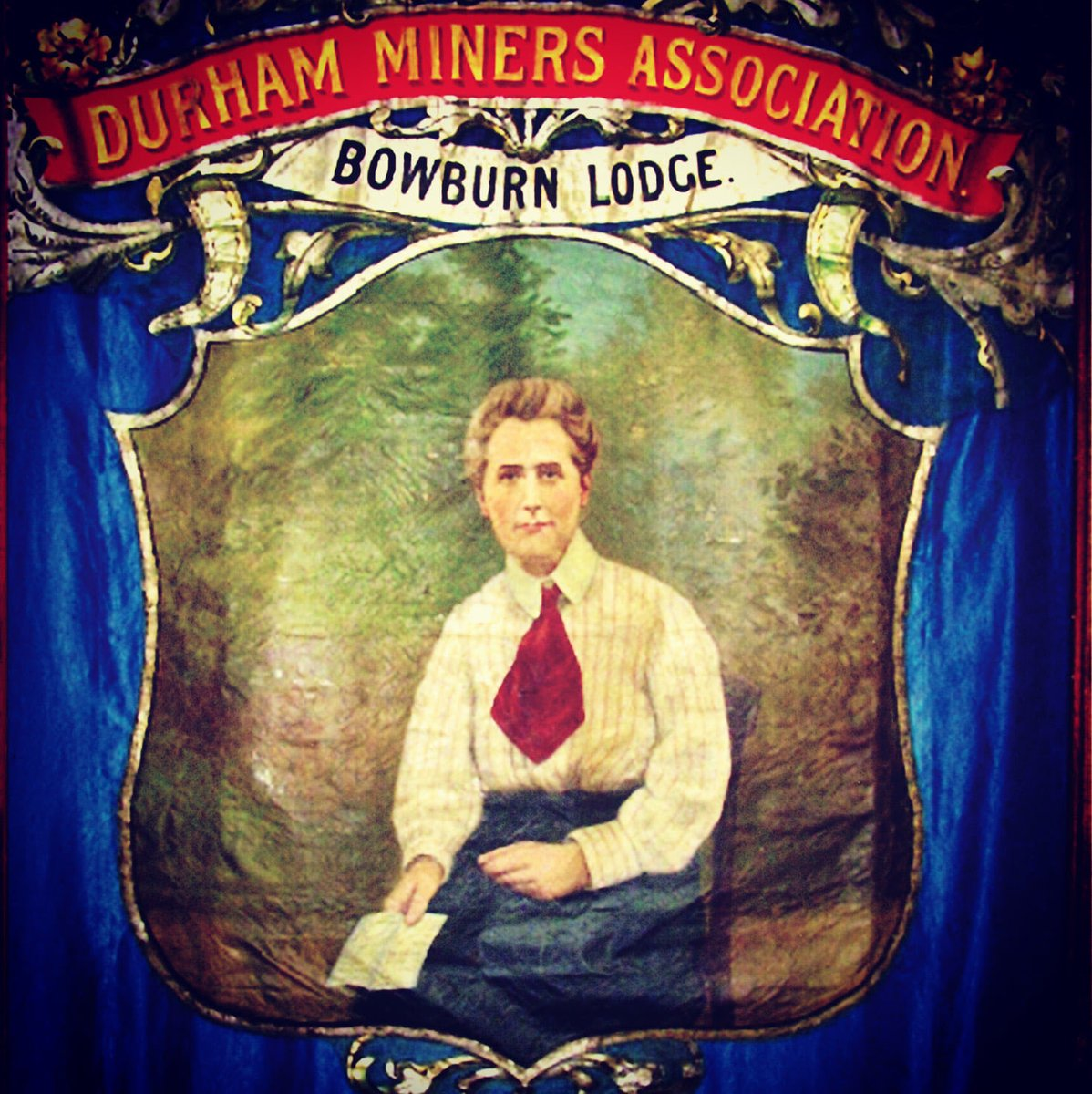 """""""Patriotism is not enough. It is not enough to love one's own people, one must love all humanity"""" –  Edith Cavell, born #OnThisDay in 1865.  A nurse during WW1, she saved the lives of soldiers on both sides. She is memorialised on the @DurhamMiners Bowburn banner (1/2)"""