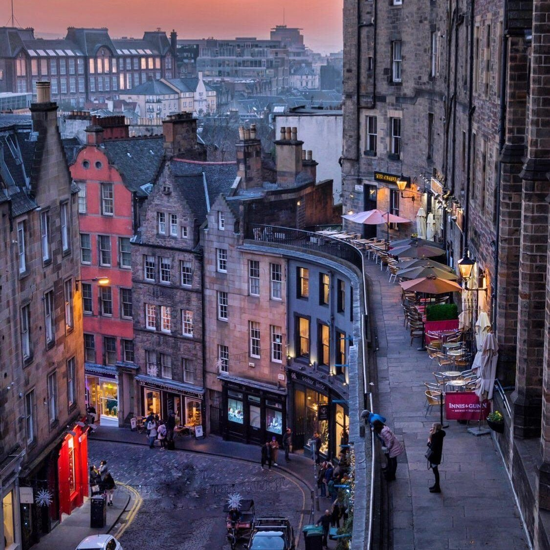 Edinburgh /6.  A must-see ... Victoria Street from the Royal Mile to Grassmarket. Quaint shops, relaxed atmosphere, everyone talks to everyone... great pubs ☺️ https://t.co/p3PFsW2eQW