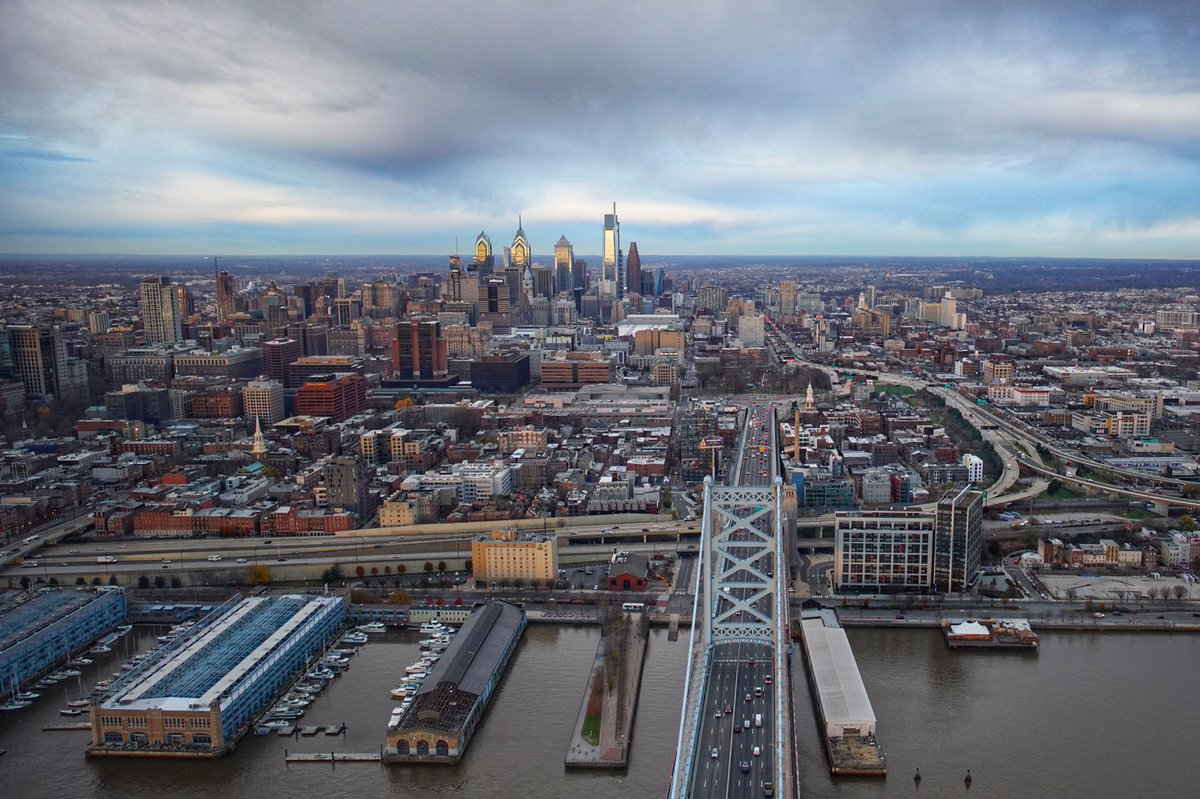 Clouds rolling on this Friday over Philly 🚁 Hope everyone has a great weekend #fridaymorning #Friday #Philadelphia