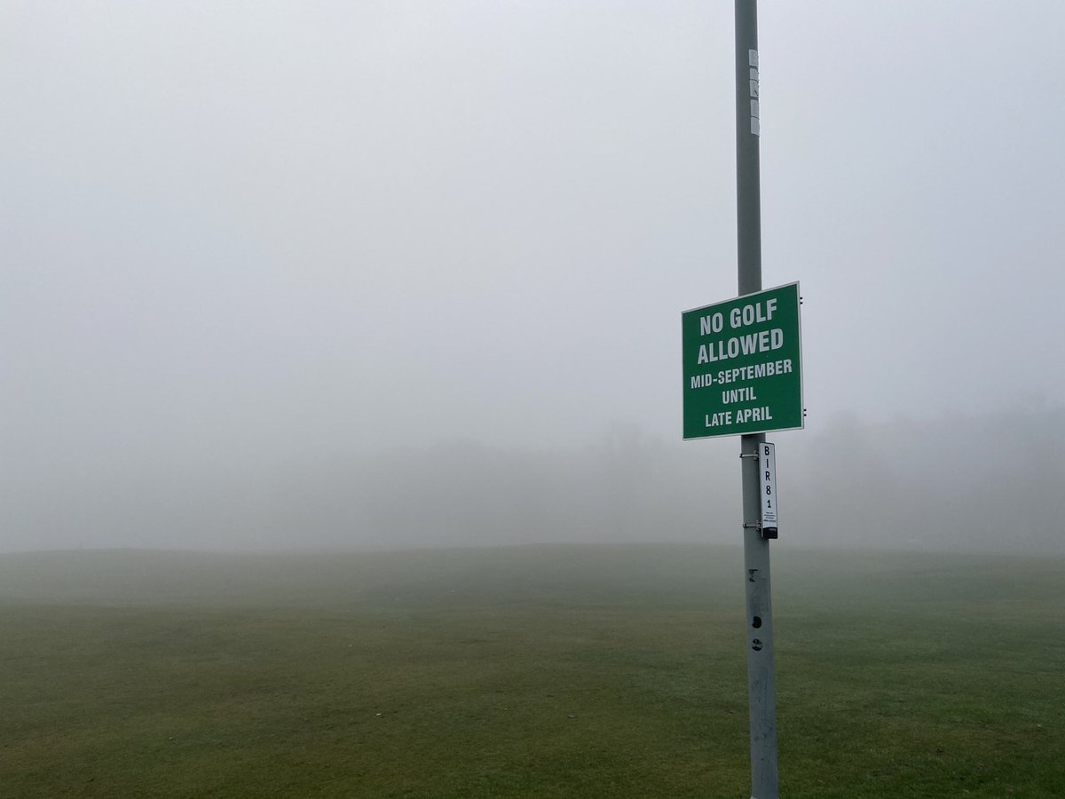 Edinburgh /8.  This is the Meadows... no golf allowed for 8 months! 🤔Maybe because you wouldn't be able to find your ball? Scottish mist is dense ... easy to get lost (!)... 🙋🏻‍♂️ bye for now 🧸 https://t.co/x57XRhWi3h