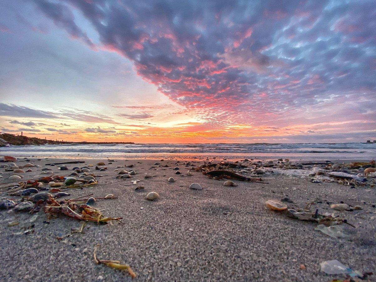 #Beautiful #colorful #clouds for #sunrise #fridaymorning #beach #sky @FloridianCreat1 @EarthandClouds @USAsunrise @VisitStLucie @ShareALittleSun @RealSaltLife @StormHour @VISITFLORIDA #treasurecoast #ThePhotoHour #visitstlucie #Florida