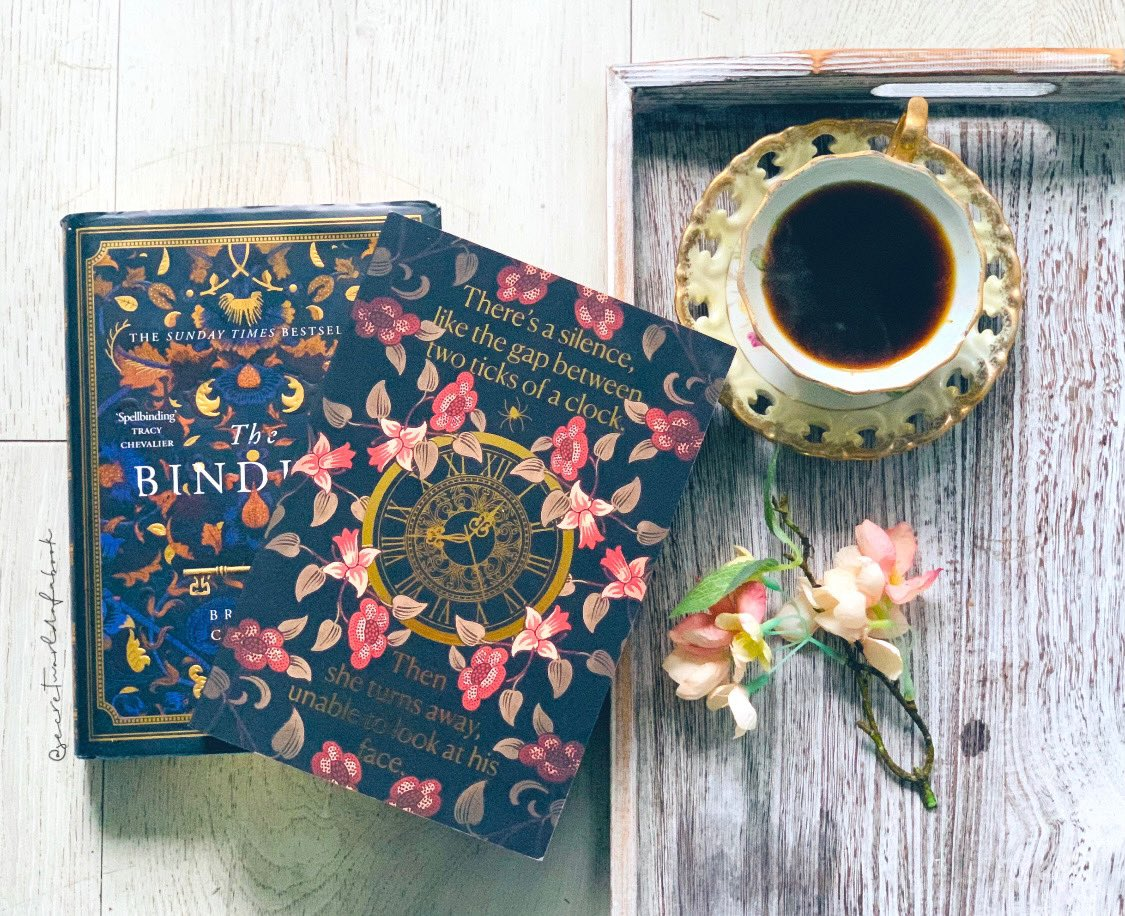 Have you read The Betrayals yet??  I was dying to get to it last month but couldn't so hopefully I'll squeeze it in this month 😍  How stunning are those covers 😍  #TheBetrayals #FridayFeeling #Coffee #TheBinding