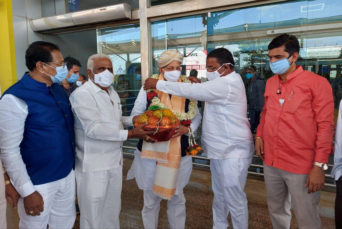 आज @BJP4Karnataka की दो दिवसीय यात्रा के दौरान बेलगाम पहुंचने पर कार्यकर्ता बंधुओं द्वारा किये गए प्रेमपूर्ण अभिनंदन के लिये हृदय से धन्यवाद।