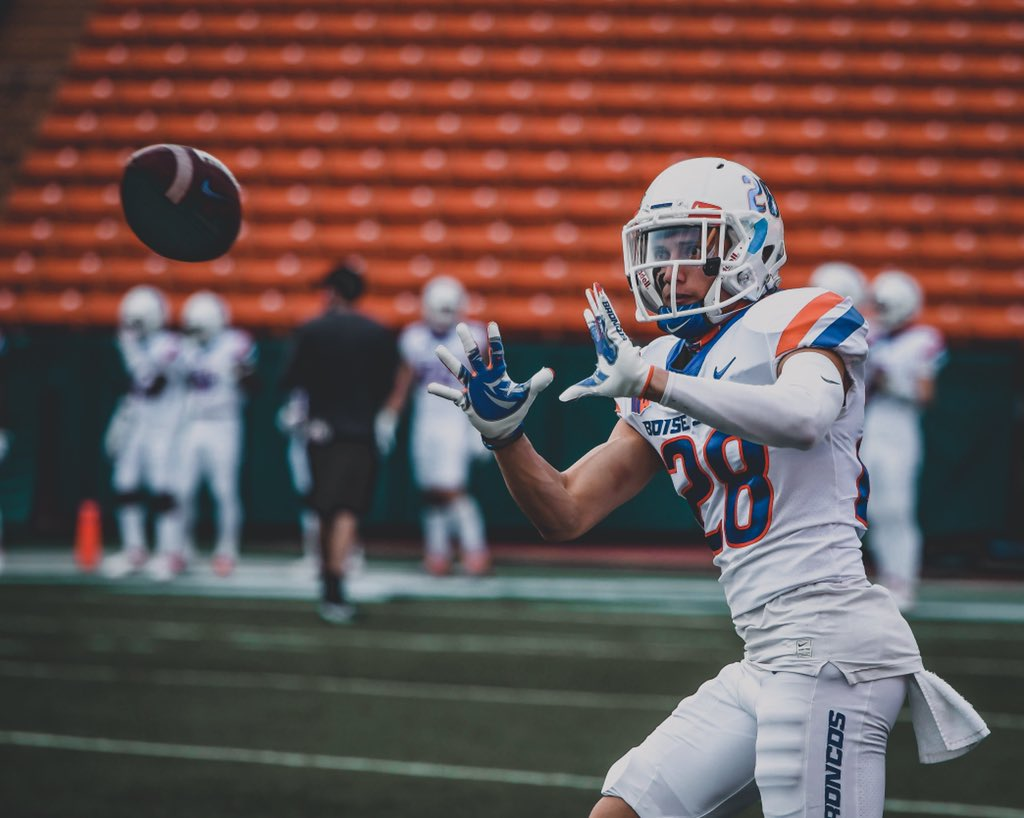 Kekaula Kaniho is a finalist for the Senior CLASS Award! Cast your vote to help him bring the award home ⤵️ 🗳 boi.st/3maWfpt