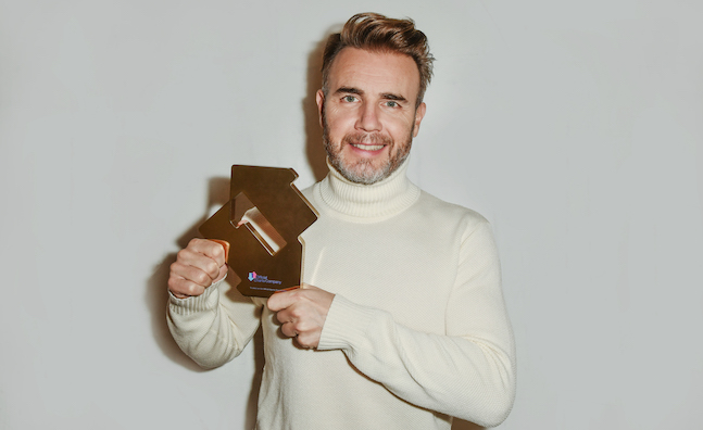 Charts analysis: @GaryBarlow bests @OfficialSteps in albums battle