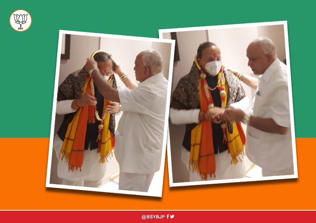 Welcomed @BJP4India General Secretary & Karnataka in-charge Shri Arun Singh Ji in Belagavi today. Deputy Chief Ministers Shri Govind Karjol and Shri Laxman Savadi, other dignitaries were present.   @ArunSinghbjp @BJP4Karnataka