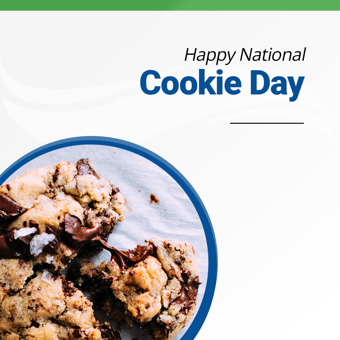 Happy #NationalCookieDay!🍪🍪 Did you know that the chocolate chip cookie was invented by mistake? Ruth Graves, who ran the Toll House Restaurant in MA, accidentally invented the cookie in 1937. Now that's what we like to call a happy accident!  What's your favorite cookie?