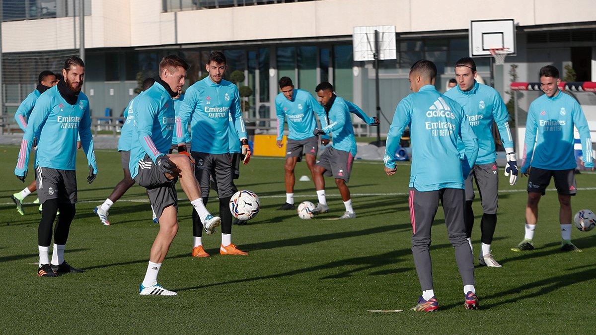 ⚒️👊 Last session before the trip to Sevilla!  🔜 @SevillaFC_ENG #HalaMadrid | #RMCity