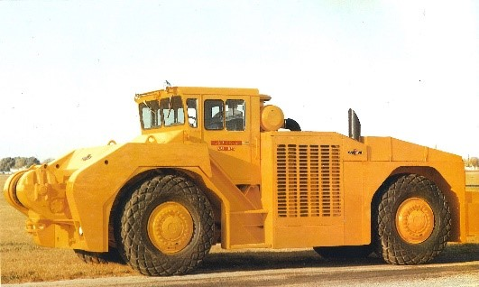 The @USAirForce U-30 four-wheel steer tow tractor was first delivered in 1968. #FlashbackFriday https://t.co/ze3Cv1IcXx