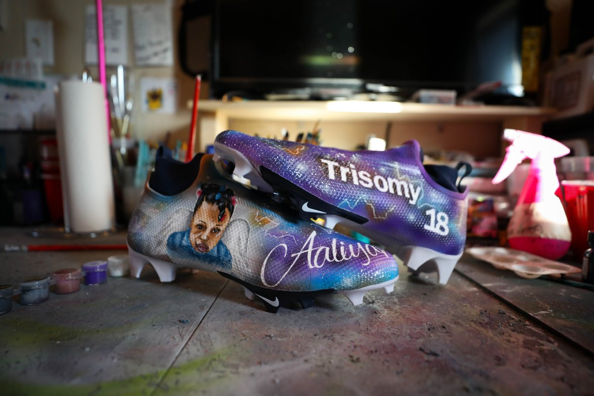 """""""She's been with me every game.""""  But this week, it means even more.  @jerryjeudy's #MyCauseMyCleats are dedicated to his little sister Aaliyah, who tragically passed away at the age of 7 from Trisomy-18. 🧡"""
