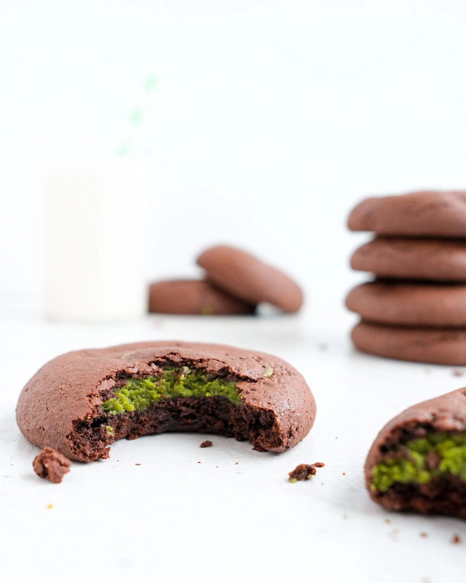 Your Friday just got better! We're sharing the ultimate treat for #NationalCookieDay - Matcha Stuffed Chocolate Cookies 🍵🍪!  Head to our blog for the full recipe - thanks to our favorite superfood, coconut oil, these cookies are actually healthy! ->