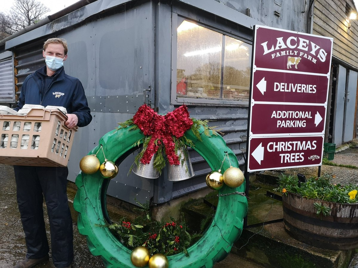 This has to be the best Christmas wreath there is to be seen 😂 We love our friends at Laceys Family Farm for so generously supporting One Can. Thank you 😍 #community #TogetherWeCan