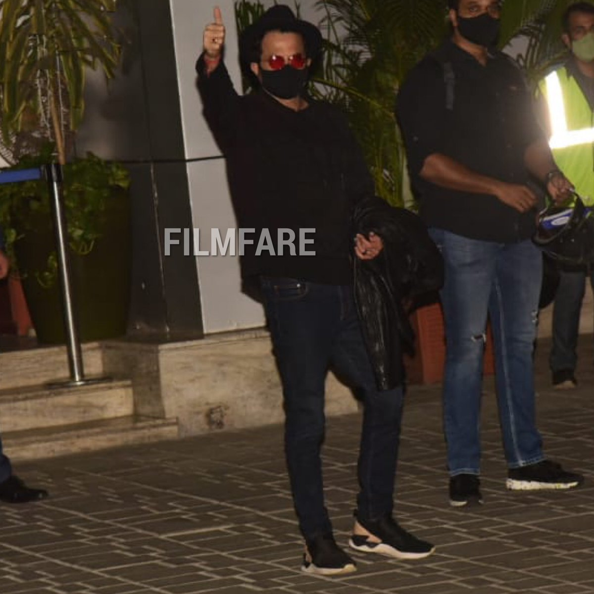 #AnilKapoor returns to Mumbai after members of the cast of #JugJuggJeeyo tested positive for COVID-19 and the shooting has now been halted.