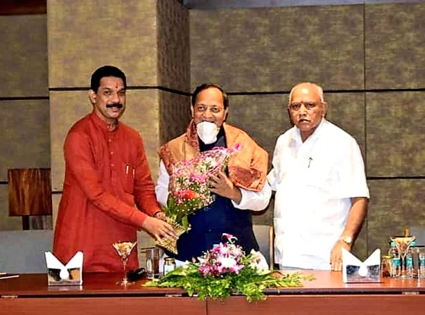 आज बेलगाम में कर्नाटक प्रदेश कें कोर ग्रुप की बैठक में हिस्सा लिया, जिसमे माननीय मुख्यमंत्री श्री @BSYBJP जी तथा प्रदेश अध्यक्ष @nalinkateel जी उपस्थिति के मध्य बैठक सम्पन्न हुई।