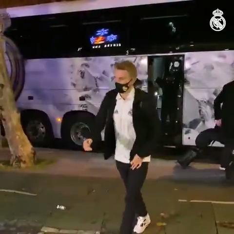 🏨👋 We've arrived at the team hotel! #SevillaFCRealMadrid | #HalaMadrid
