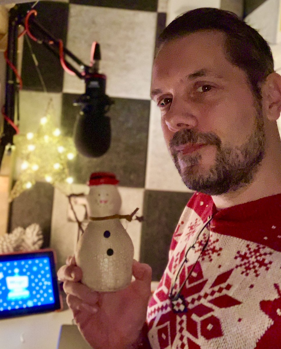 All set for another #FestiveFriday in #TheShed Join me & my snowman ⛄️ @magicfm for 100% Christmas till midnight 🎄 https://t.co/ILVcQBxmFw