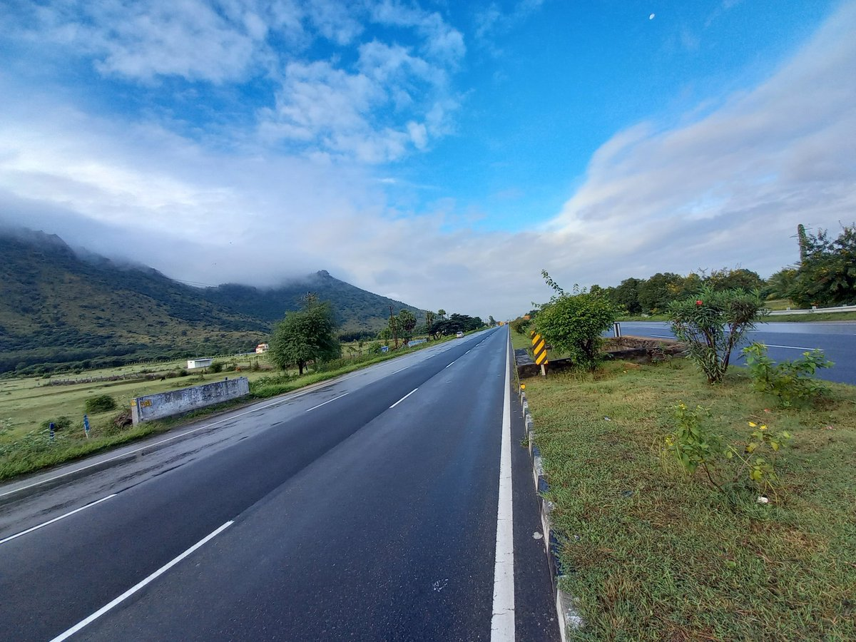 When the Road looks so good, it has to be recorded. Vellore - Ambur stretch of the highway. #NoFilter