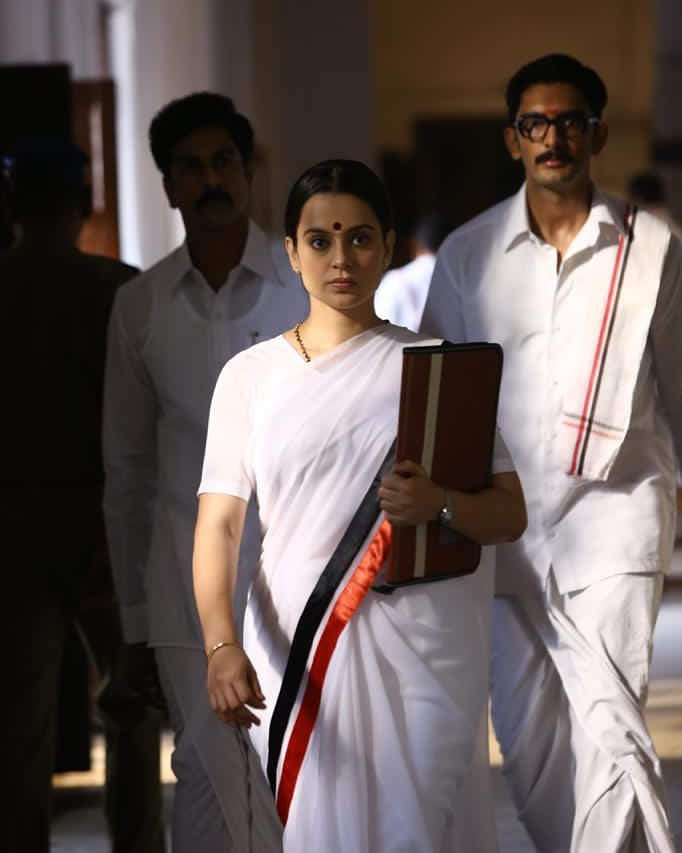 Kangana Ranaut shares some working stills from Thalaivi on death anniversary of Jaya Amma  #KanganaRanaut #actress #bollywood #Thalaivi #jayaamma #deathanniversary #apekshanewsnetwork @KanganaTeam https://t.co/8K3kpiwlLf