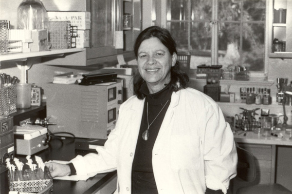 In Dec 1949, US microbiologist Esther Lederberg published her discovery of the lamda phage, the first known organism to invade bacteria & live in its DNA. Although she did much of the work, her husband & 2 male colleagues won the Nobel Prize  #WomenInSTEM