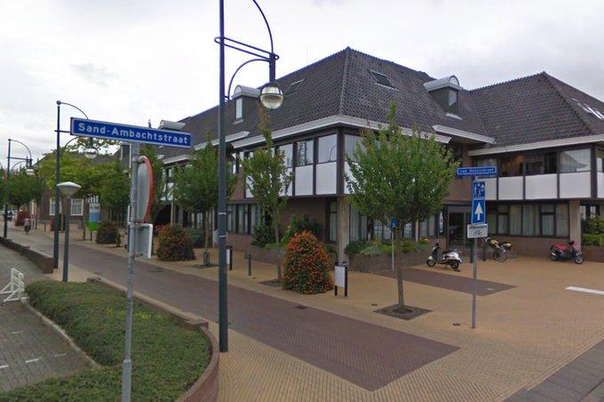 Situatie rondom verkoop voormalig gemeentekantoor 's -Gravenzande. https://t.co/V5cj6qxHf4 https://t.co/1IKB1SvLKP
