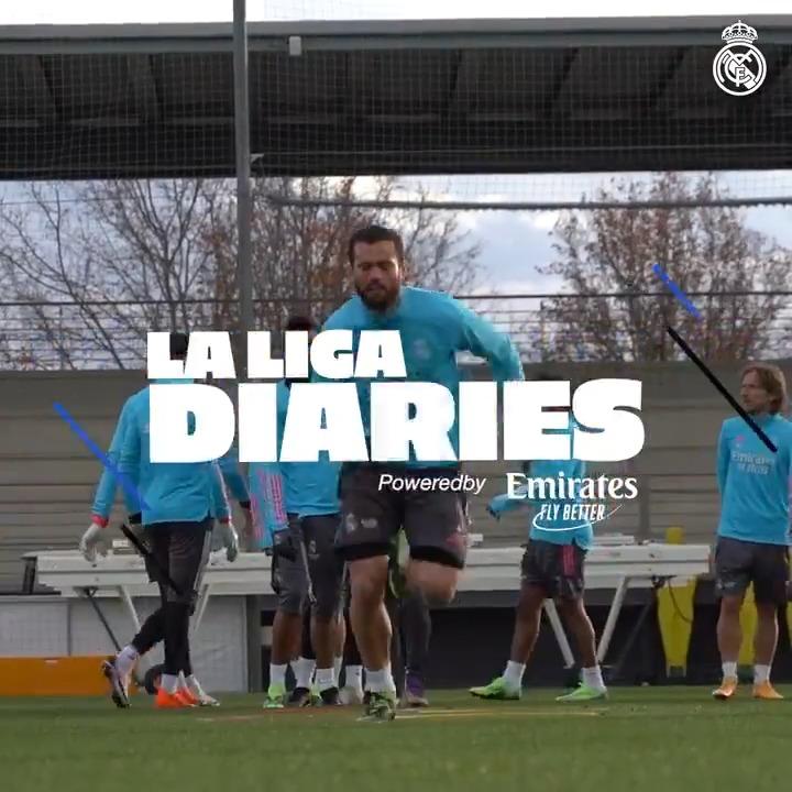🎥🆕 @LaLigaEN 𝑫𝑰𝑨𝑹𝑰𝑬𝑺 ✅ Zidane's team prepare to face @SevillaFC_ENG! ⬇ FULL VIDEO:   ✈️ @emirates | #RMLiga