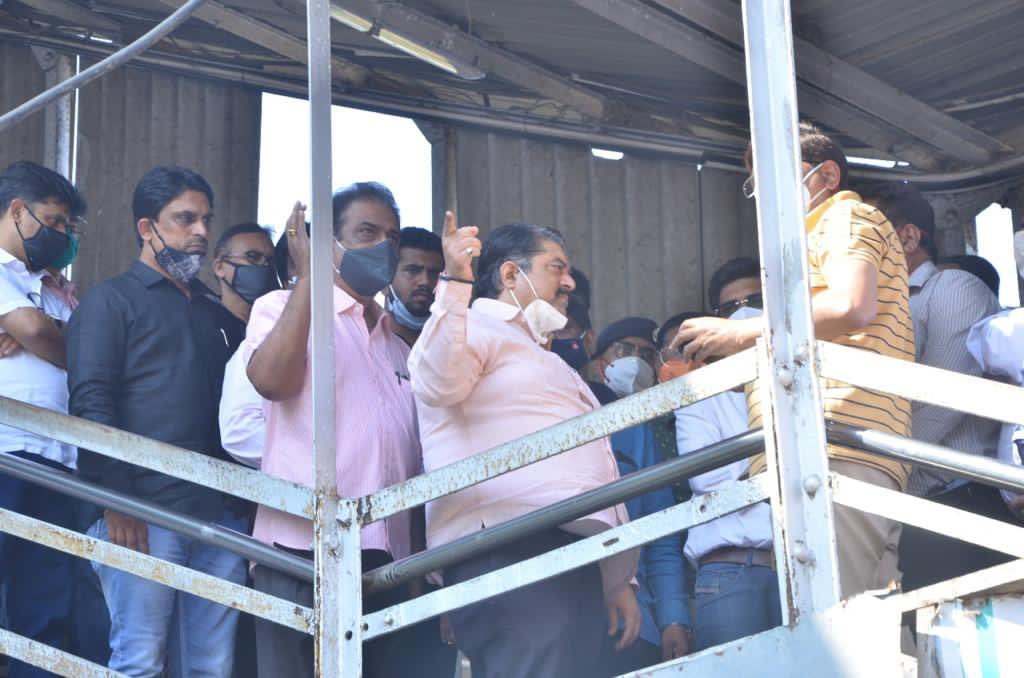 Today I visited Vidhyavihar station. Reviewed the ROB work. 99.35 metres girder will be installed and the work of finishing the ROB shall be completed. A new ticket counter is constructed on the East side of the station. The meeting took place with concern people. https://t.co/jzJQlszUFR