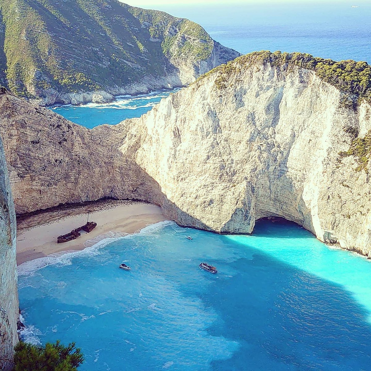 Take me back to #worldsbestbeach 🗺📍 #zante #zakynthos #greece 📸 #shipwreckbeach #navagio ♯ #shipwreck #beach #beachlife #blue #bluesea #cliffs #cove #ionianislands #sun #sea #sand #greekislands #travel #adventure  👀 @VisitGreecegr 🇬🇷 @Zakynthosgreece 🏖️ @jet2tweets ✈️