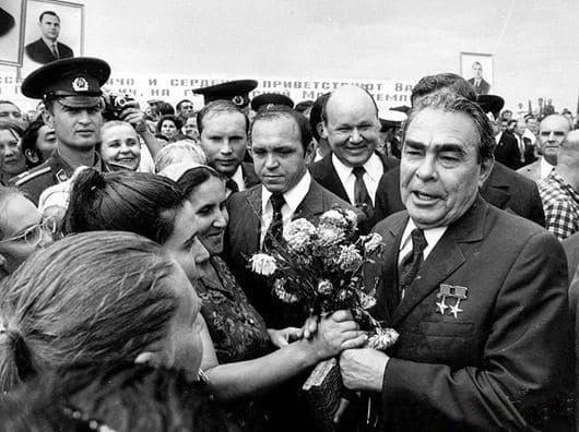 За всего 18 лет правления Брежнева бесплатные квартиры получили 164 миллиона человек! Ну ведь могли же! Все для людей! https://t.co/mM6SPe5bwP