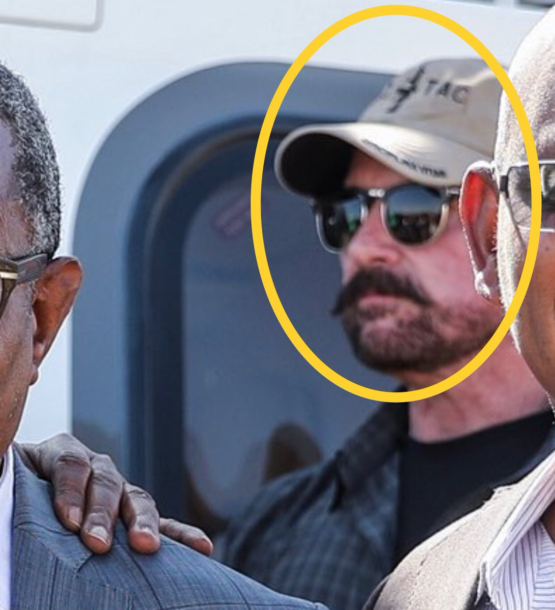 I am sharing this not for the absurdity of the war but for you to notice the White security detail. Look at his cap 🧢. My guess is one of Erik Prince's security contractor.   Erik Prince has been providing security and training to Eritrea/Ethiopia on behalf of @MohamedBinZayed.