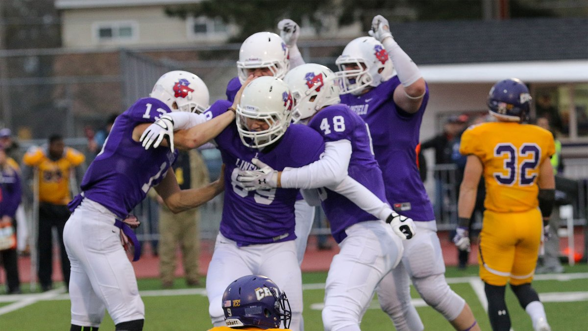 Linfield edged out Mary Hardin-Baylor on a last second field goal #OTD in 2015. With the 38-35 win, the Wildcats advanced to the Semifinal round of the 2015 Playoffs! #RollCats #FeedTheStreak #d3fb
