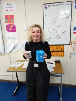 Ms Strachan, Modern Studies teacher at @bridgeofdon knows how to beat the 'fresh air treatment' prescribed by @AberdeenCC to beat #Covid - a nice #Fairtrade cuppa to warm her hands from the chills of #Aberdeen winter.