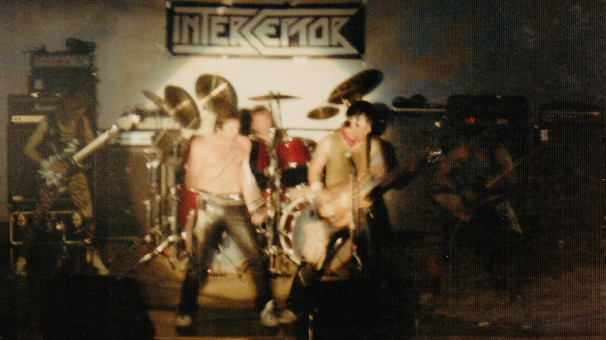 @GregRenoff that's me in green... but check out Jerry Athey, stage right. Silver Spring, MD... December 1983? On Fire, Atomic Punk and Everybody Wants Some probably on the set list that night. #TheMightyVanHalen