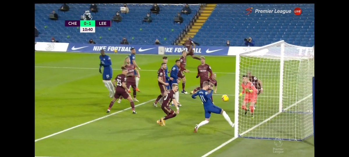 How did @TimoWerner Missed this? Still trying to figure this out. #chelsea #CHELEE