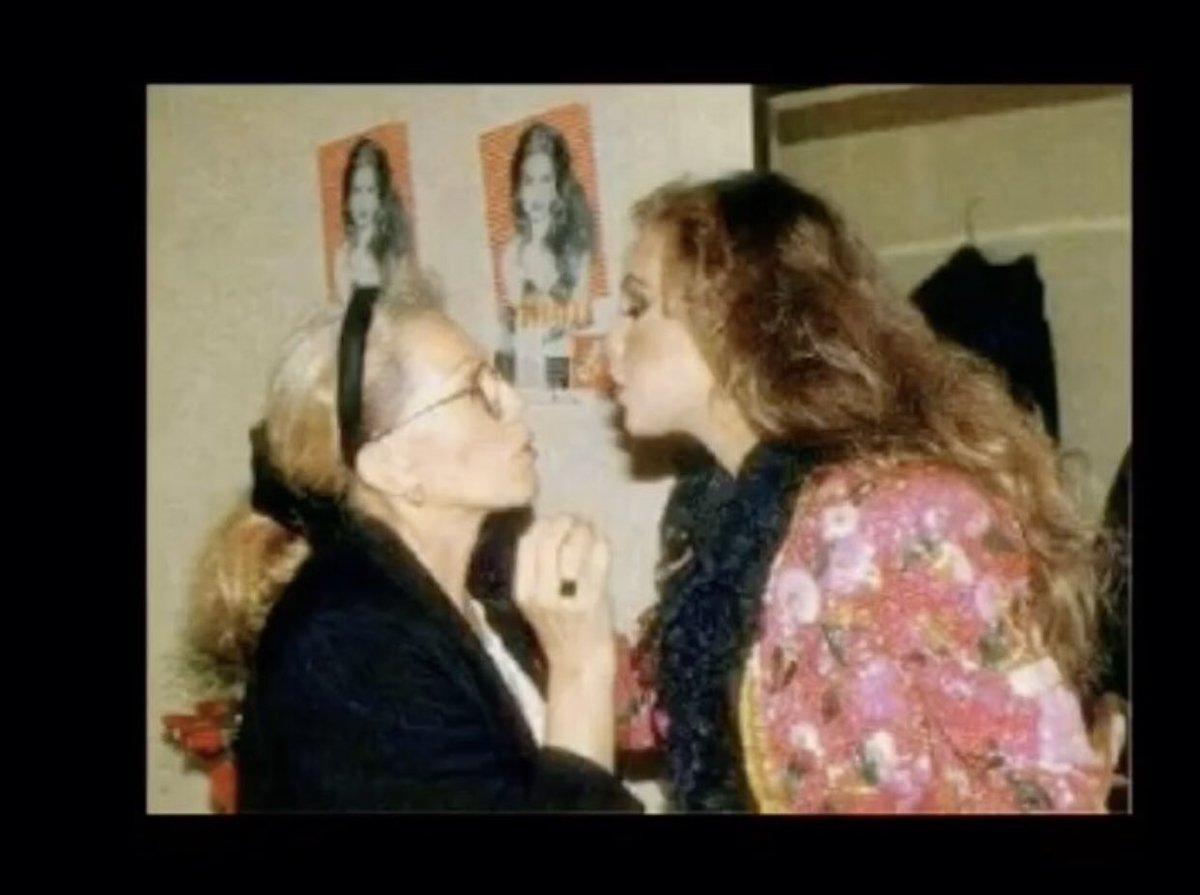 @thalia @wofstargirl Esta foto es de un 5 de diciembre 23 años antes en Guatemala... Doña Yolanda preparándote para tu estrella 😍😍😍❤️❤️❤️❤️❤️❤️🥰🥰🥰🥰