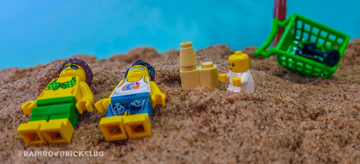 Funday Sunday, relaxing at the beach! . . . @LEGO_Group  #RainbowBricks #lego #beach #family #sunday