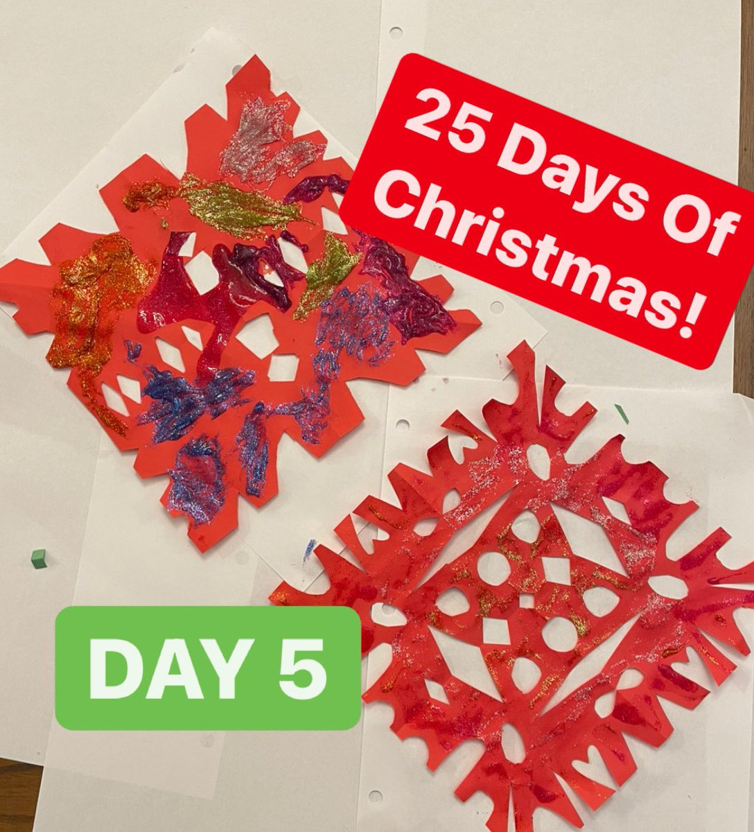 Glitter snowflakes art project for Day 5 of our 25 Days Of Christmas! #family #fun #HappyHolidays #snowflakes #Christmas
