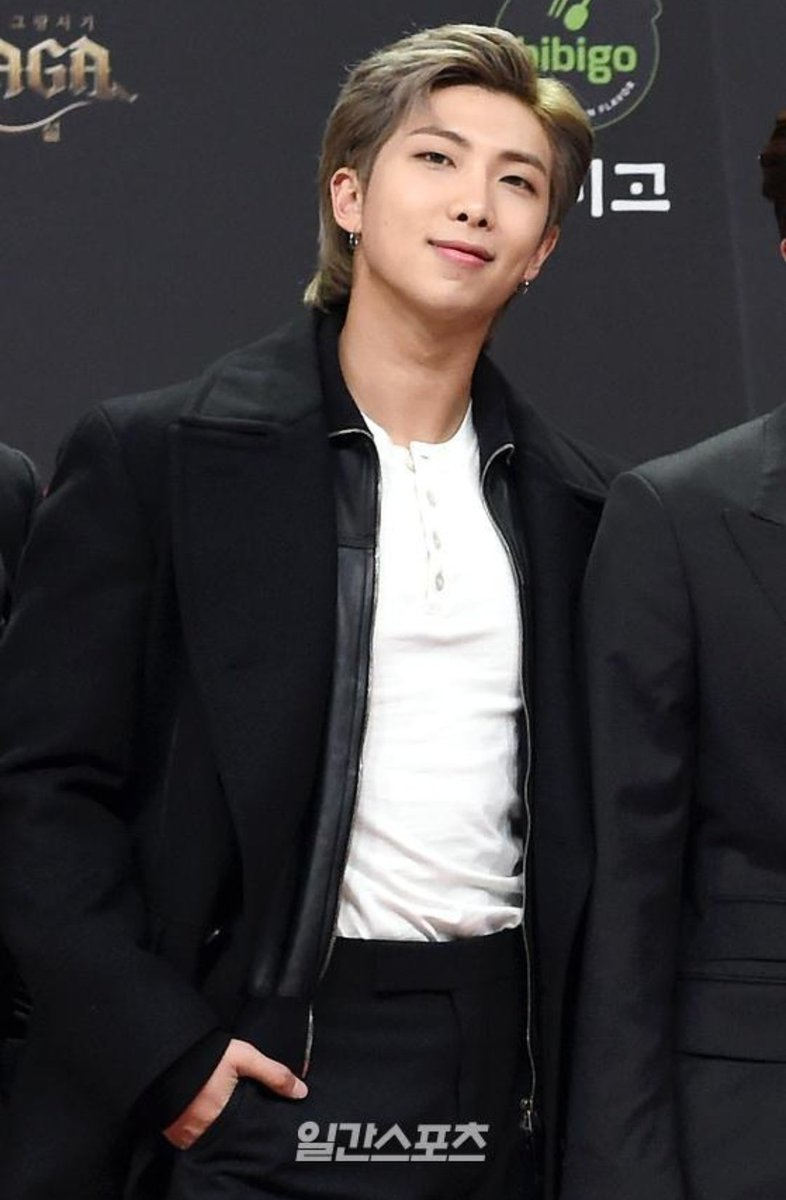 I never knew a mullet can be this powerful... Only on King Namjoon👑🔥💙 @BTS_twt #RM #NAMJOON #kimnamjoon #BTS #Namjooning #3Hot100SongWriterRM