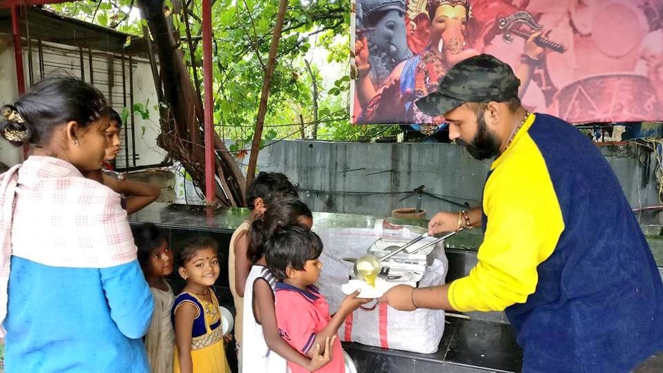 On this Day in 2017, I started my Journey of @RotiGharIndia to serve 100 kids with freshly cooked meals daily.  Today after 3 yrs, the number has reached to 1800/ Day  Its a dream come true to witness my baby project #RotiGhar completing 3 Today.  #HappyBirthdayRotighar