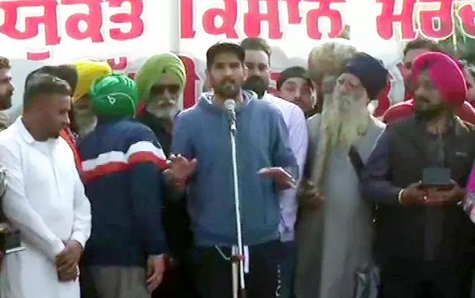 Boxer Vijender Singh joined farmers protest at Singhu border against the farm laws 2020 and announced to return Rajiv Gandhi Khel Ratna Award.