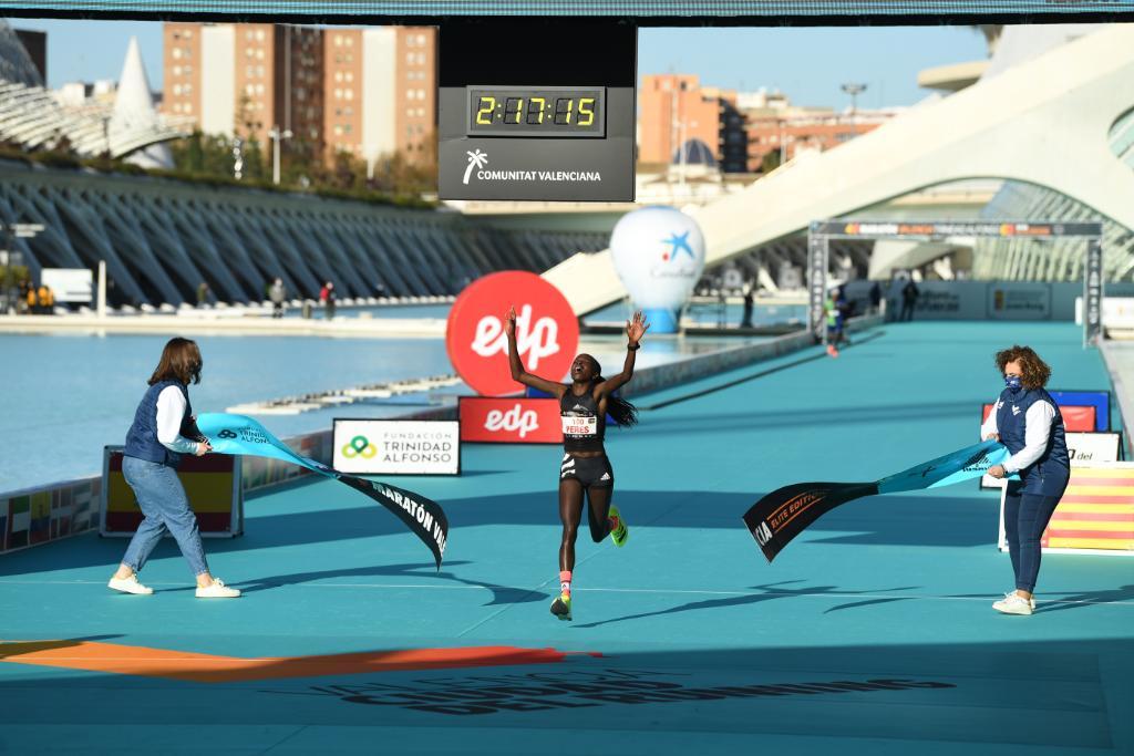 Peres Jepchihir, 3 carreras ganadas: 2 récord del mundo y 1 récord de carrera en Valencia. 📆 5/9 Media Maratón Praga ⏱ [1:05:34] 👟: adizero adios Pro 📆 17/10 Media maratón Gdyniaf ⏱ [1:05:16] 👟: adizero adios Pro 📆 6/12 Maratón Valencia ⏱ [2:17:16] 👟: adizero adios Pro
