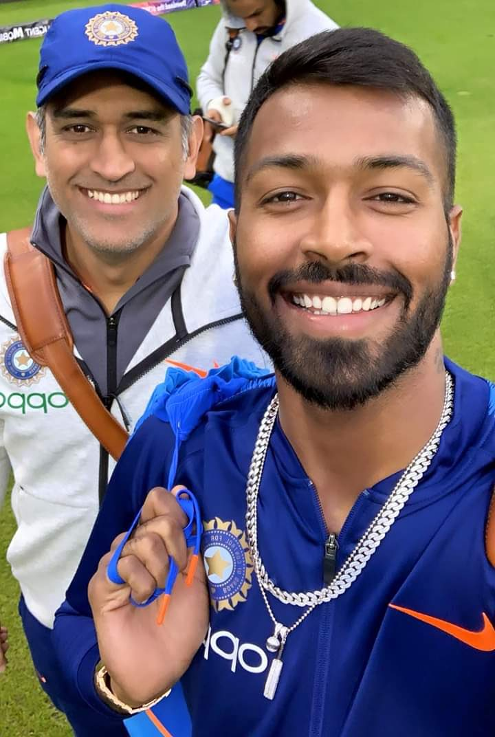 @ImRo45 @BCCI .@hardikpandya7 finishes off in a Style. From one finisher to another!🥳  #AUSvIND #TeamIndia #Dhoni