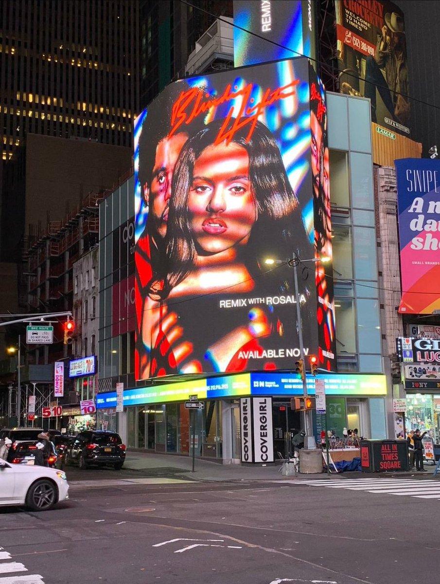 """Replying to @SiteTheWeekndBR: Divulgação de """"Blinding Lights Remix"""" na Times Square, NY."""